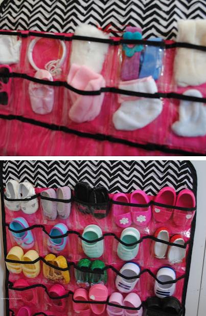 como organizar ropa de muñeca