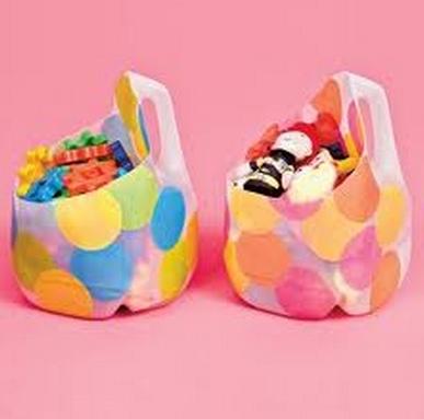 organizar juguetes con materiales reciclados