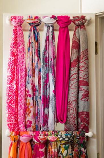C mo organizar bufandas y pashminas 13 ideas mi casa for Ganchos para colgar en las puertas